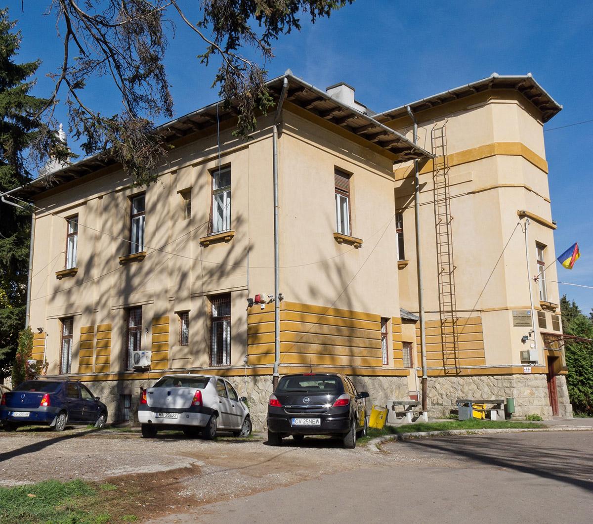 Clădirea în care se află biroul serviiciului public comunitar de evidență a persoanelor